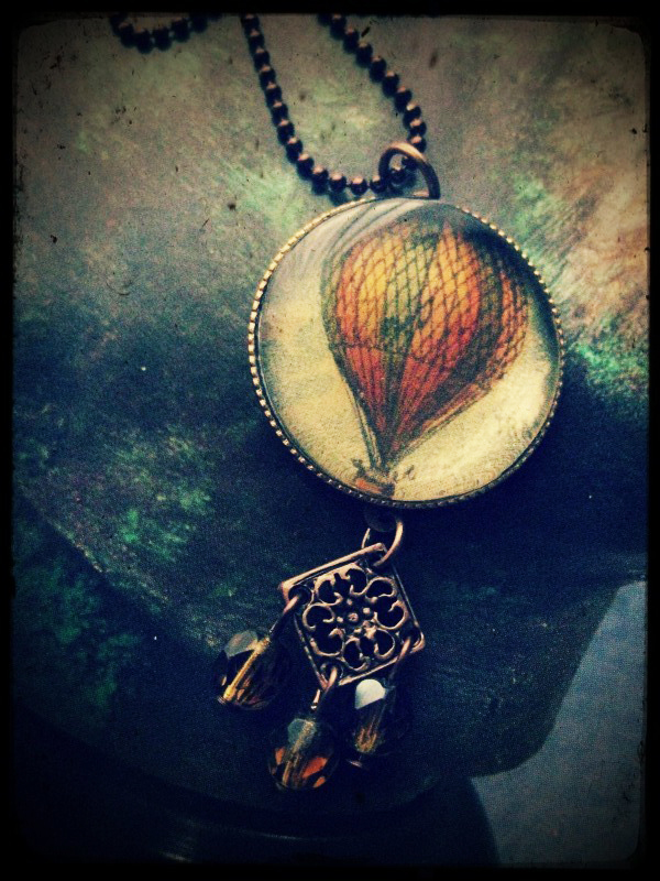 Stefania Brunetti's Hot Air Balloon Necklace for Resinup